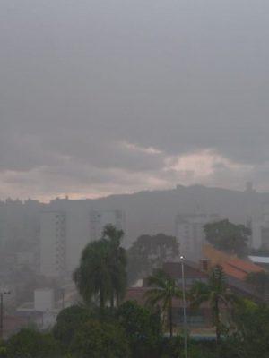 defesa-civil-alerta-para-risco-de-temporais-nesta-quinta-feira-em-criciuma