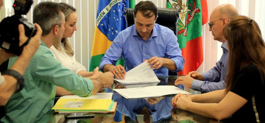 governador_assina_nomeacao_de_mil_professores_efetivos_para_a_rede_estadual_20190109_2028197274