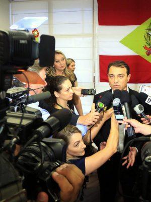 governador_carlos_moises_anuncia_primeiras_medidas_de_contencao_de_gastos_do_executivo_20190102_1280463861